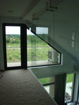 Balustrada szklana wysoka