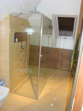 Kabina prysznicowa szklana z drzwiami