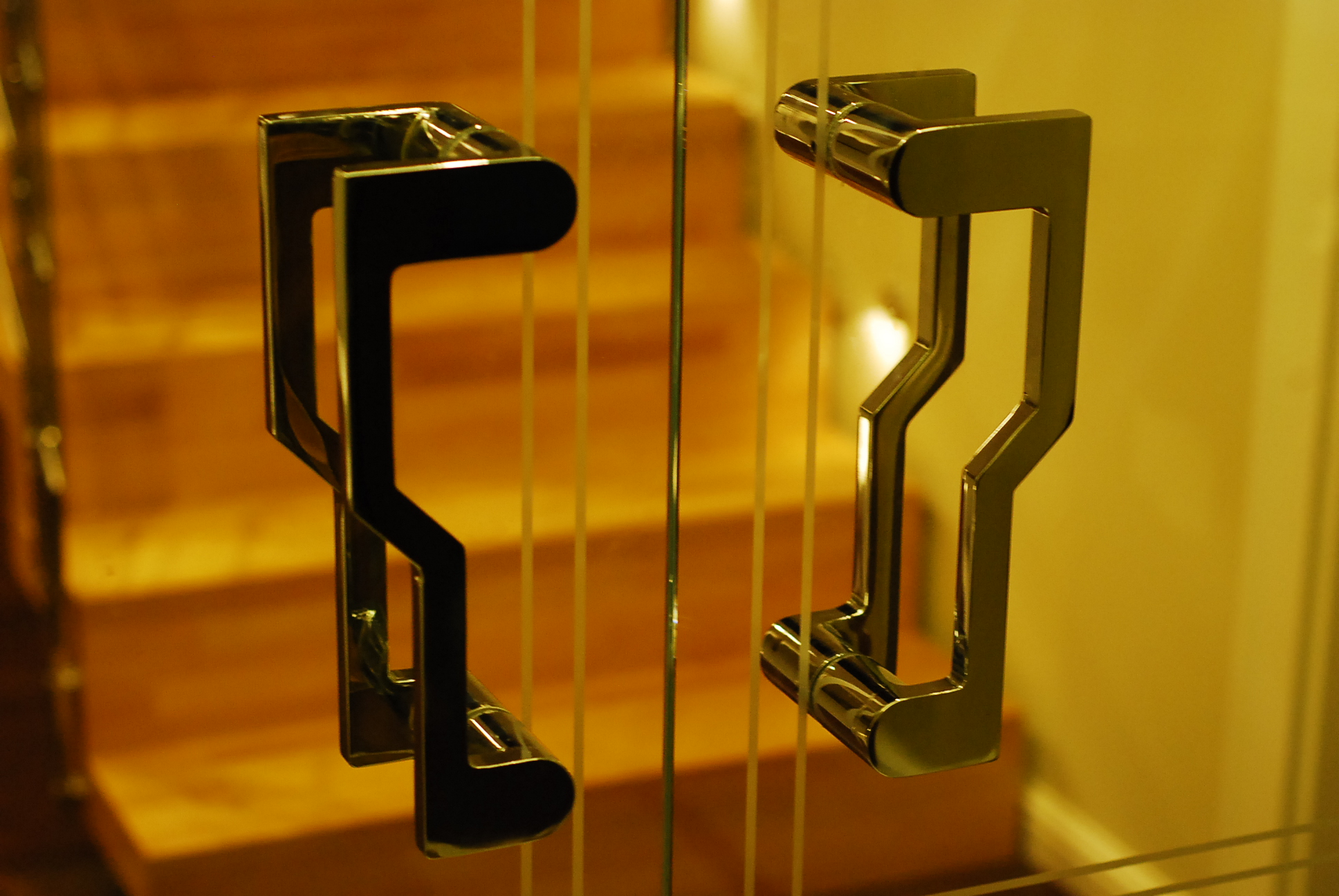 Okucia do drzwi szklanych